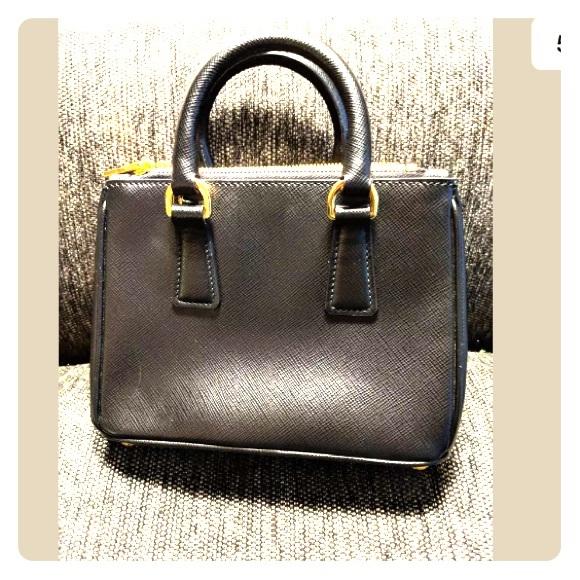 0918a8da09a1 PRADA Saffiano Lux Micro Galleria Double Zip Tote.  M 5b356ef104e33d8063476018